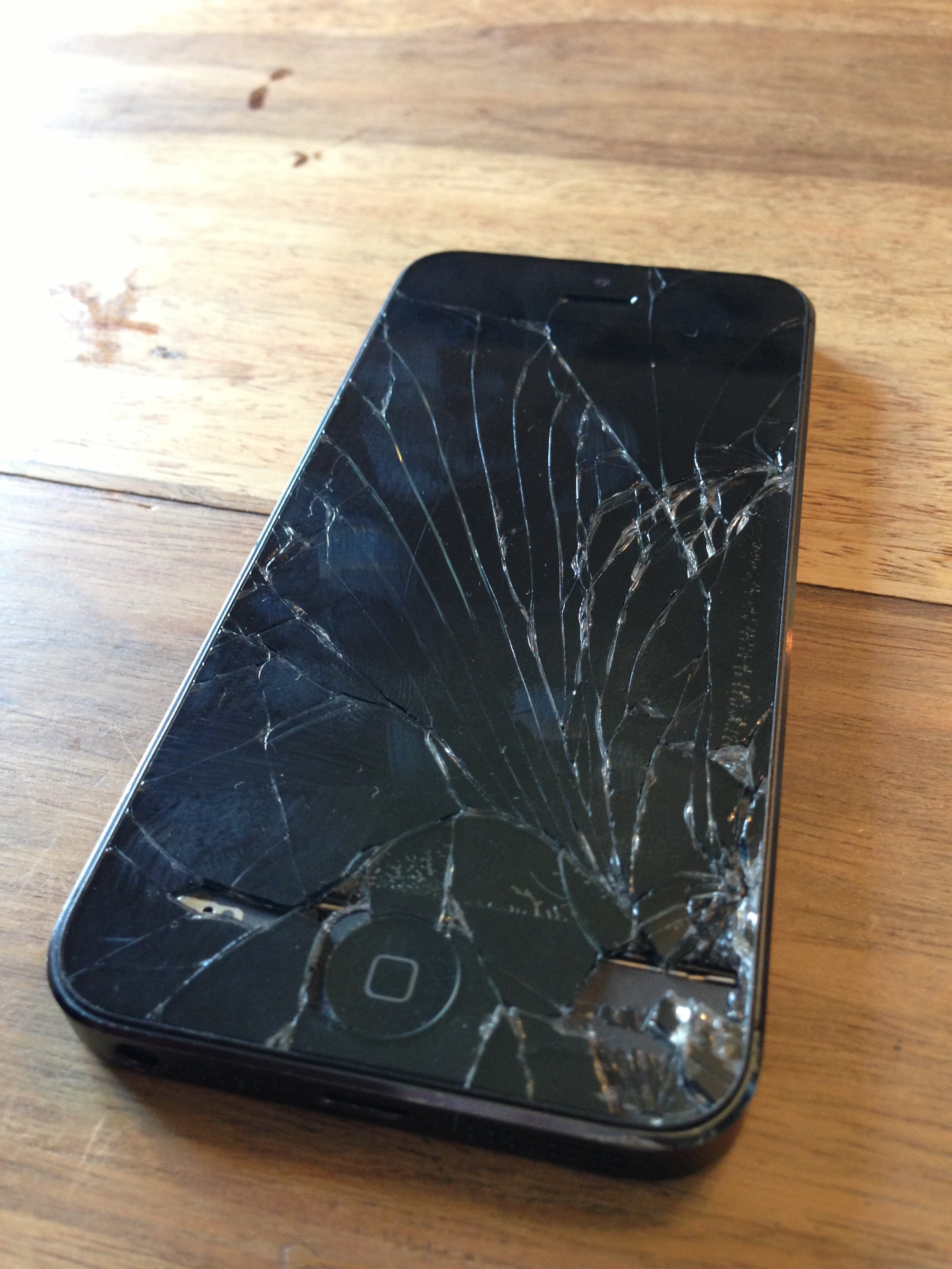 Detroit iPhone Repair – Get Your Cracked Screen Fixed Today!