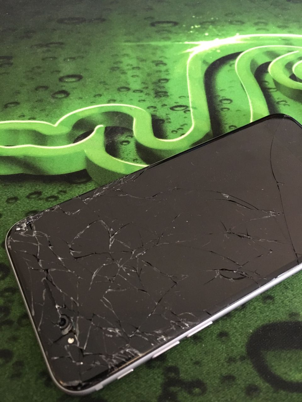 Cracked iPhone Screen Repair in Detroit